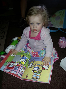 Reading Hello Kitty♥
